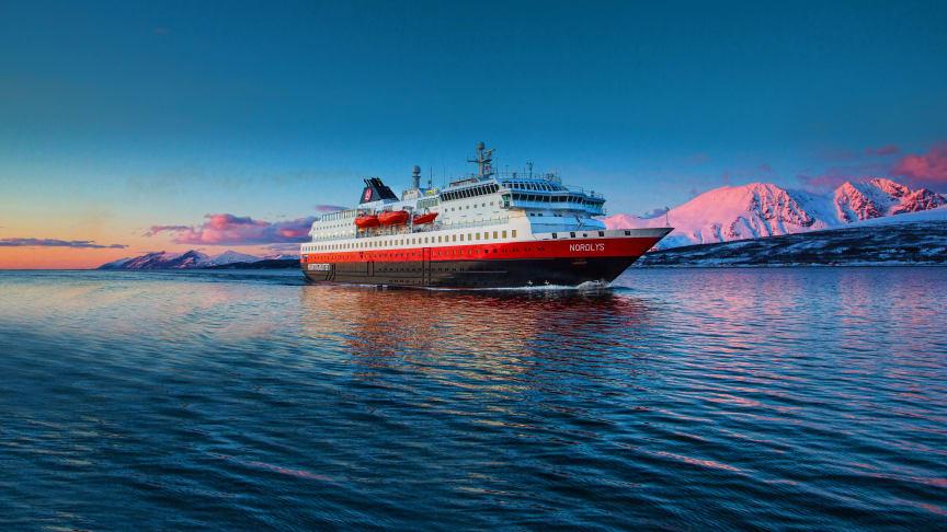 KJØPES TILBAKE: MS Nordlys. Foto: OLE C. SALOMONSEN/Hurtigruten