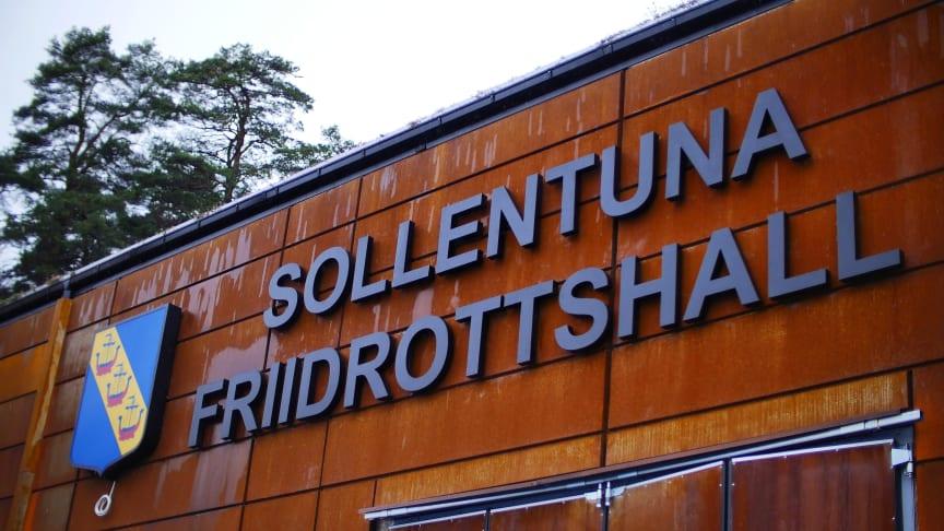 Sollentuna friidrottshall, som invigs den 20 november, deltar i ett projekt som kommer att göra det lättare för ungdomar att idrotta utanför hemkommunen. Foto: Albert Fast