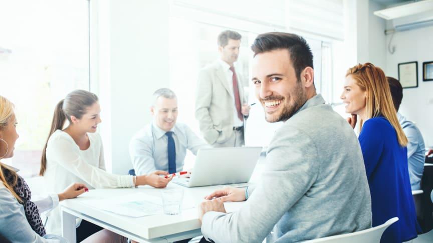 Jungen Mitarbeitern ist längst nicht mehr nur ein gutes Gehalt wichtig – sie wünschen sich z. B. auch flexible Arbeitszeit