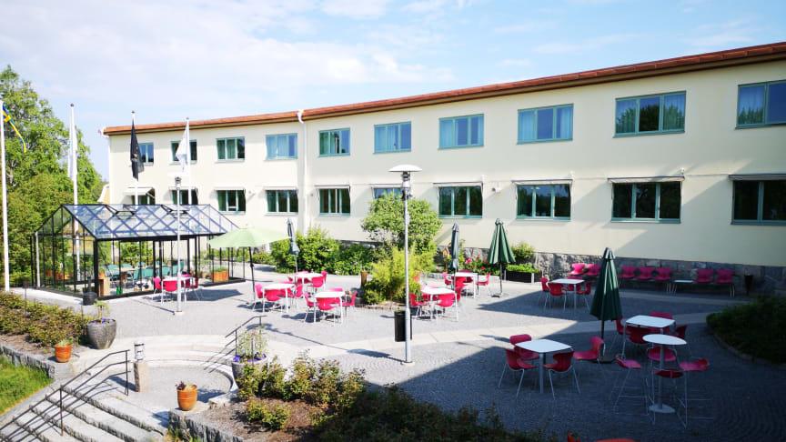 Hotell Kristina ska genomgå en renovering och kommer att stänga ned verksamheten för gäster och besökare  under tre sommarveckor.