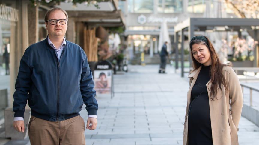 Isak Oksvold, direktør for miljø og bærekraft i Møller Eiendom, og Jennifer Lamson, energi- og miljørådgiver i Höegh Eiendom.