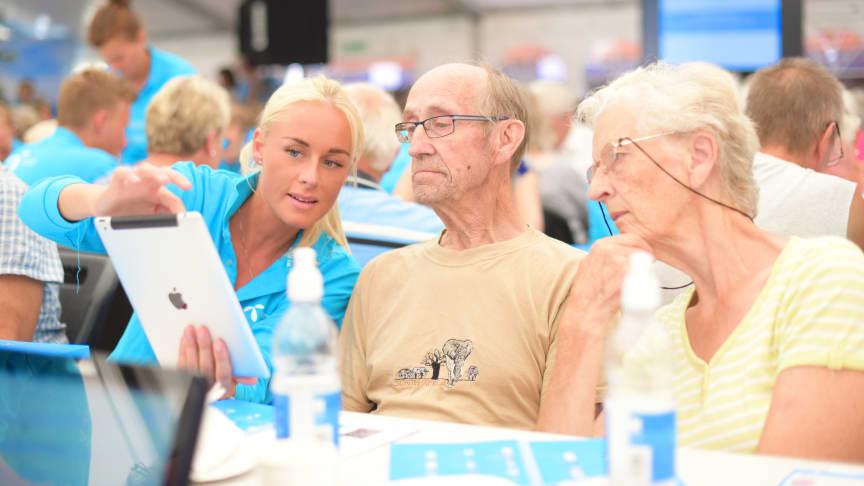 Under Arendalsuka arrangerte Telenor i samarbeid med Pensjonistforbundet Internett for alle- kurs for nesten 100 eldre over 65 år.  Foto: Martin Fjellanger, Telenor.