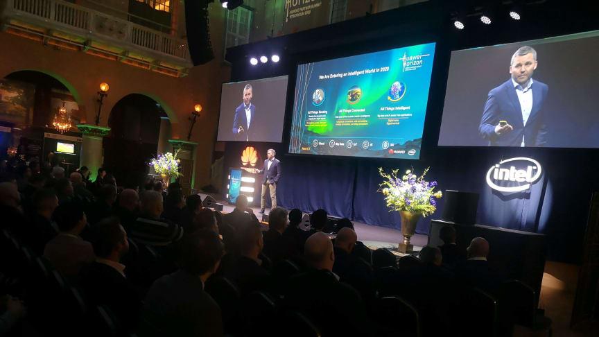 Kenneth Fredriksen, Executive Vice President of CEE&Nordic European Region, öppnar Nordic Partner Summit Horizon 2020 på Grand Hôtel. (Foto: Anna Idbrant/Huawei)