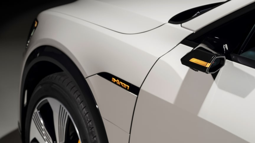 Audi e-tron (Siam beige) virtuelt sidespejl og e-tron logo