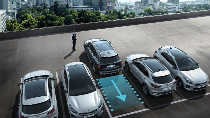 KIAs innovative nye Remote Smart Parking Assist (RSPA) hjælper førerne med at flytte deres bil ind eller ud af trange parkeringspladser ved hjælp af nøglen som fjernbetjening.