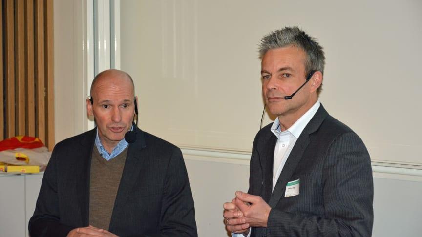 Byråd Geir Lippestad og generalsekretær i Hørselshemmedes Landsforbund, Anders Hegre, under seminaret om lyd og lysforhold i skolebygget tidligere denne uken.