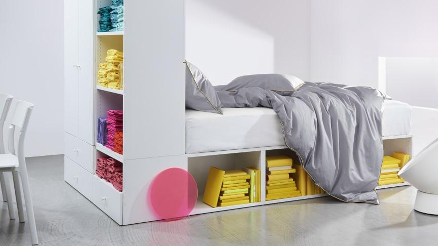 Det nye multifunktionelle PLATSA sengestel er blandt IKEAs augustnyheder.