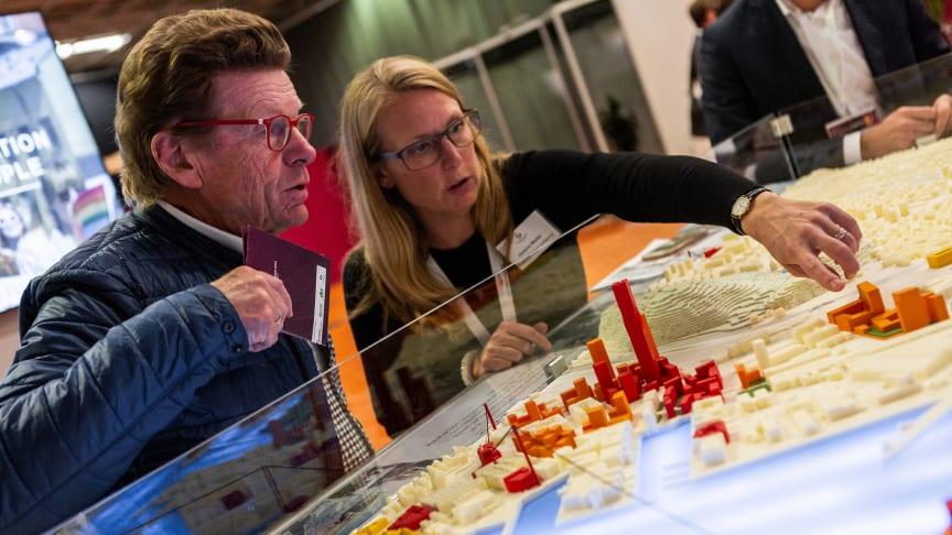 I Business Region Göteborgs monter diskuteras stadens framtid.