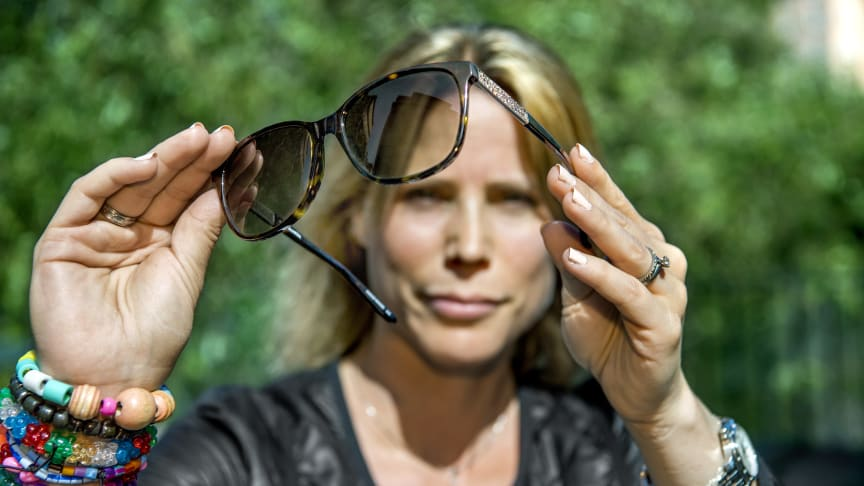 - Man har sett i flera studier att uppkomsten av hudcancer har sitt ursprung till mellan fem och tio procent i den tunna och känsliga huden kring ögat, säger Ida Malmblad, legitimerad optiker på Synsam. Foto: Claudio Bresciani/TT