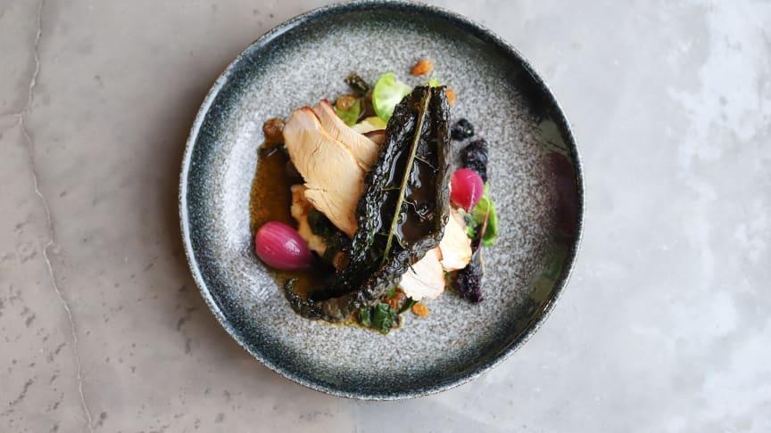 Lokala produkter på en tallrik, så vackert och smakrikt. En hållbar kulinarisk upplevelse tillagad av Lokal Menys James Ebbezon. Foto: Charlotte Berg, Lokal Meny