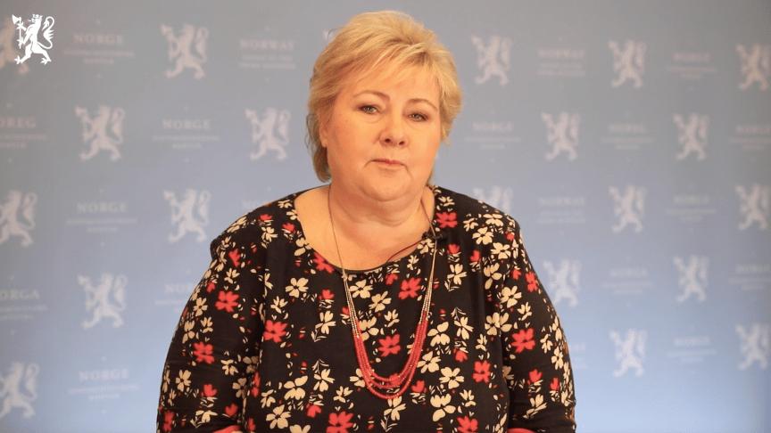Statsminister Erna Solberg tok utfordringen fra barn, og torsdag morgen kom svaret på video der hun oppfordrer til at levereglene fra barn til voksne spres i hele landet. Foto: Skjermbilde fra video