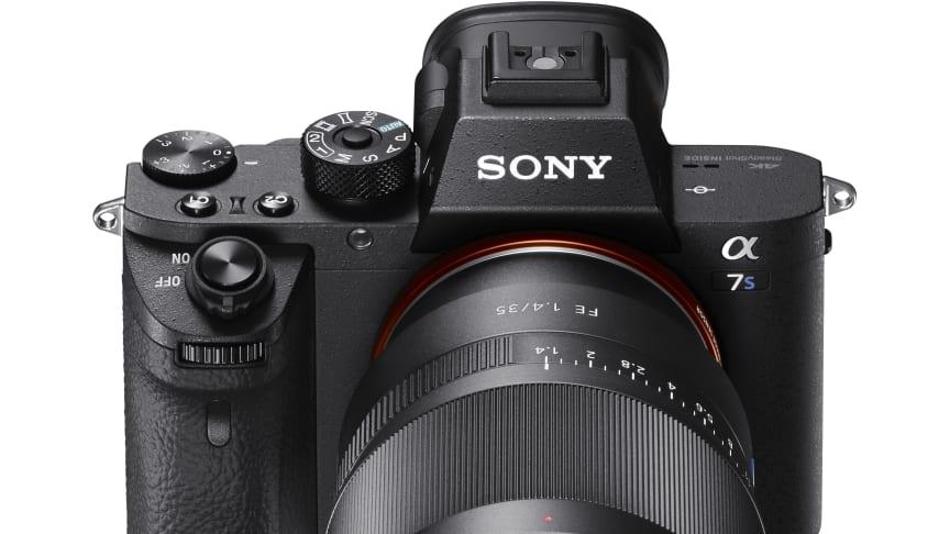 Sony introducerer nyt spejlløst full-frame-kamera: Det ultra-sensitive α7S II