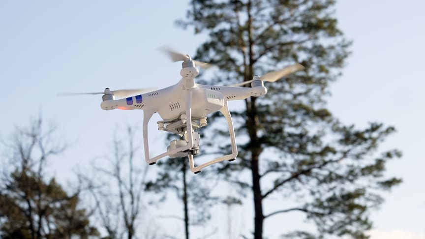 This type of simple drone is becoming common in Swedish forests – like binoculars that can see around corners.