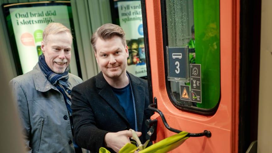 FlixTrain/FlixBus VD Peter Ahlgren inviger FlixTrain tillsammans med Hector Rails VD Claes Scheibe
