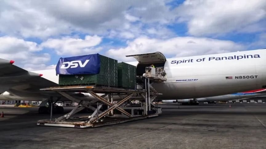 Luxembourg Findel Airport: aircraft engine parts are unloaded from the Boeing 747-8F. (Photo: DSV Panalpina)