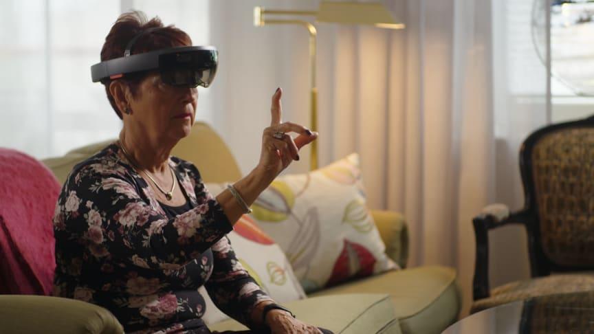 Behandlingen utförs med en teknik som kallas Mixed Reality där patienterna bär ett par avancerade glasögon, Microsofts HoloLens 2.