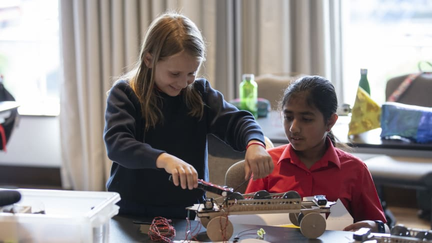 Hitachi Rail renews its commitment to promote STEM in UK Primary schools