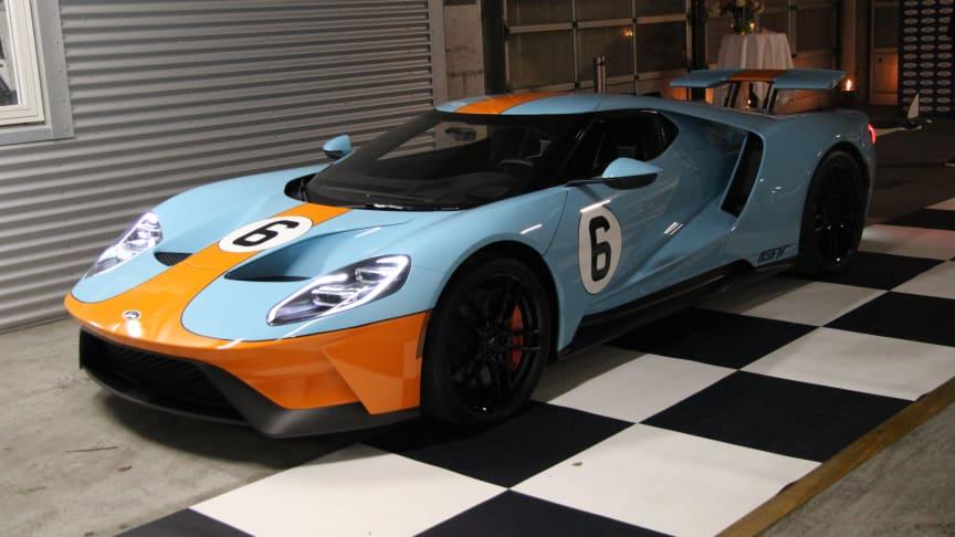 A dán Jason Watt dán autóversenyző új Ford GT-je