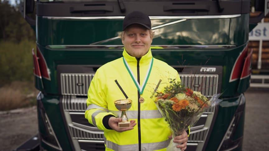 Edwin Hansson går tredje året på inriktning transport på Uddevalla gymnasieskola. Han vann dagens kvaltävling i Uppsala. Foto: TYA