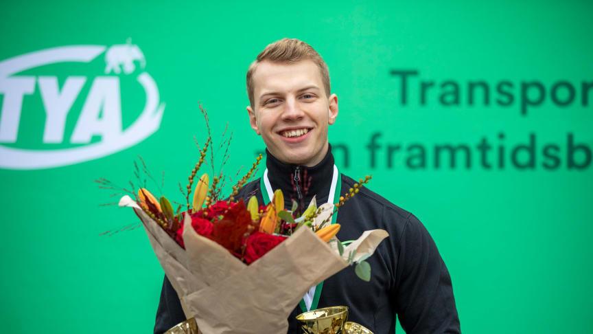 Emrik Gunnarsson från Mantorp vann SM för flygmekaniker. Nu väntar VM-mästerskapet World Skills i Shanghai. Foto: Liza Simonsson