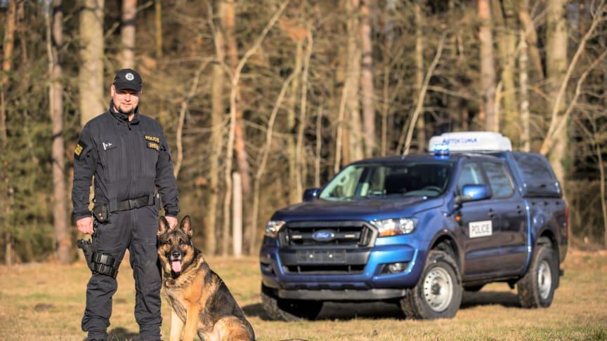 Jedna z osádek upravených policejních Rangerů: Praporčík Troutnar a vlčák Xen