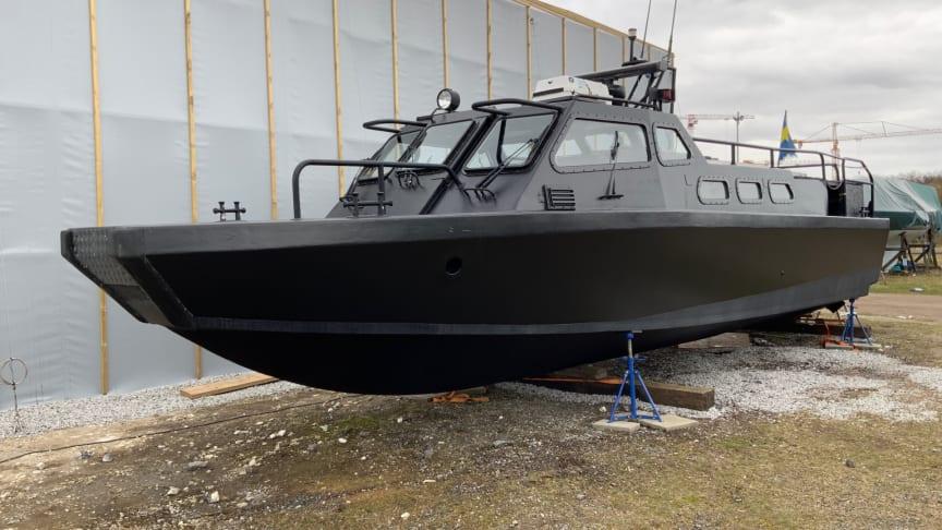 Den tidigare stridsbåten sjunger nu på en ny vers. Efter försäljningen på Klaravik blir den turnébåt på västkusten i sommar.