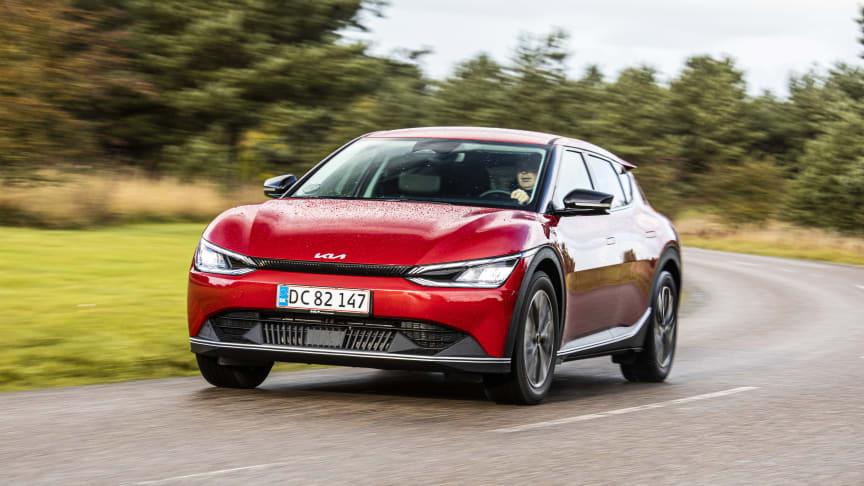 Den meget efterspurgte eldrevne Kia EV6 crossover er med i et stærkt finalefelt til titlen som Årets Bil i Danmark