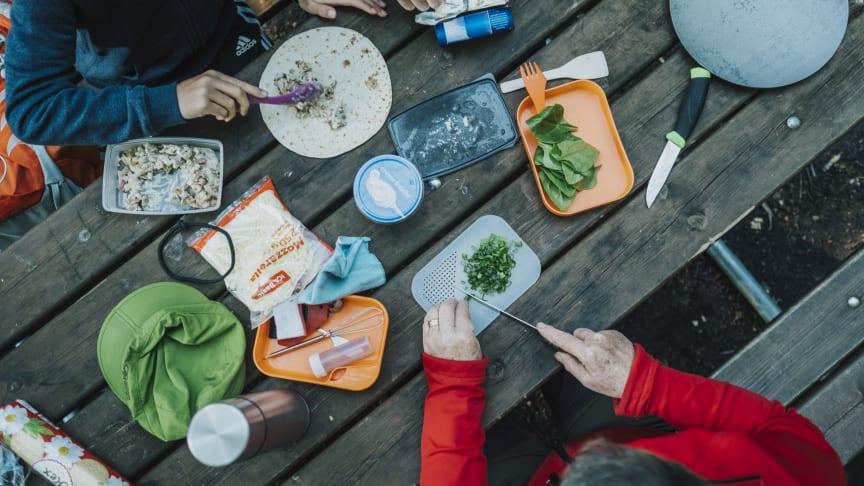 Utomhusmatlagning är en stark trend som kombinerar mat- och naturupplevelser.