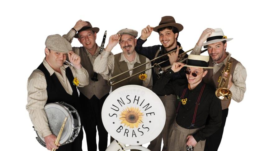 Sorgt für Stimmung beim Sparkassen-Frühschoppen: die Marching Band SUNSHINE BRASS