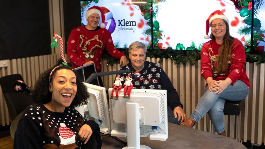 DEN ORIGINALE JULEKANALEN PÅ RADIO: (f.v.) Elisabeth Carew, Espen Hoff, Morten Scott Janssen og Hanne Bjørnevik er blant programlederne som gir lytteren all den beste julemusikken i hele førjulstiden. FOTO: P4