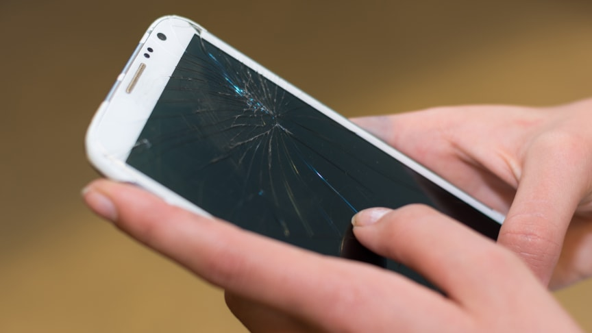 Hver tredje dansker har en ødelagt mobil – og flertallet lever med det