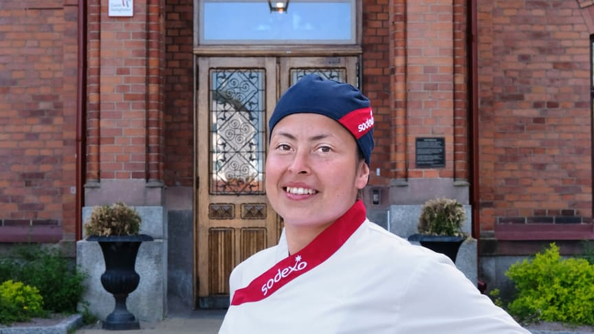 Karla Corpeno Nilsson, Kock på Vallbacksskolan i Gävle. Fotograf: Nenne Jacobson Granath, atelje3@comhem.se
