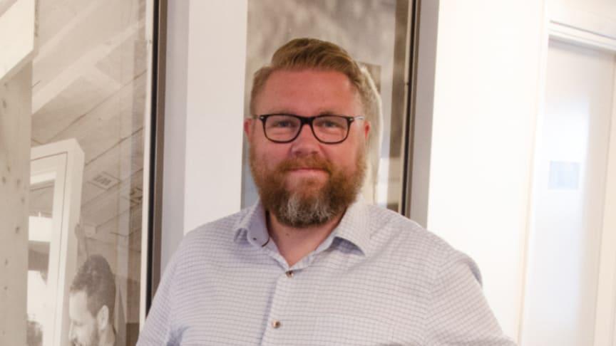 Daniel Wisarve, ny digital chef på Woody Bygghandels servicekontor i Helsingborg.