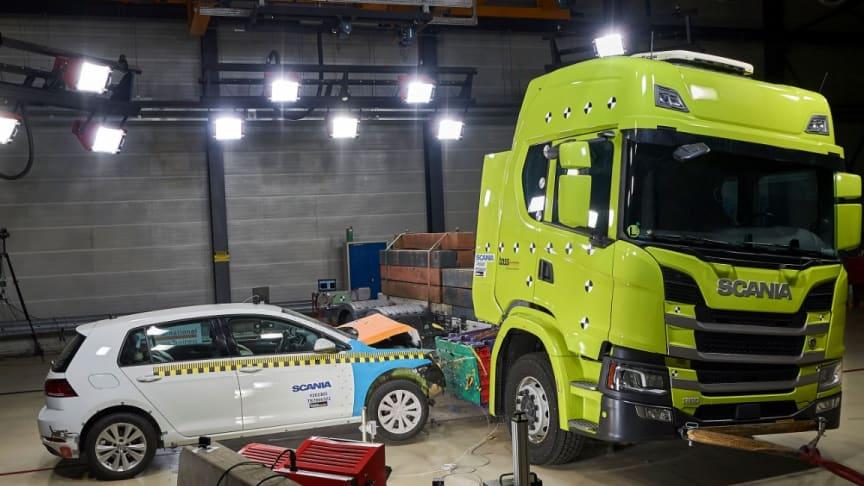 Kollisionstest med elektrisk Scania lastbil