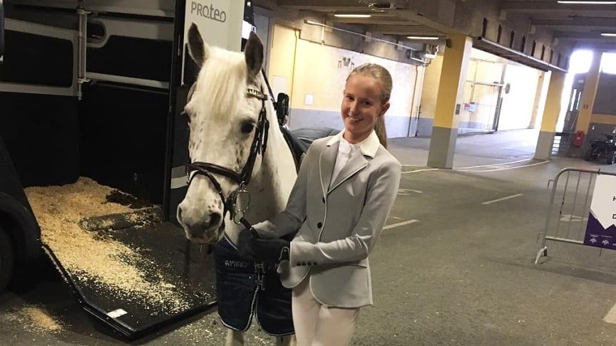 Estelle Gustafsson och stoet Merlins Dot - finalister i Sverigeponnyn