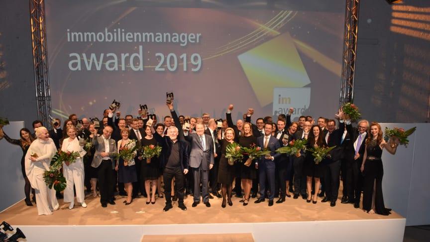 Jede Menge Sieger: Alle Preisträger des immobilienmanager-Award 2019 und die Partner der einzelnen Kategorien (Foto: Steffen Hauser/immobilienmanager)