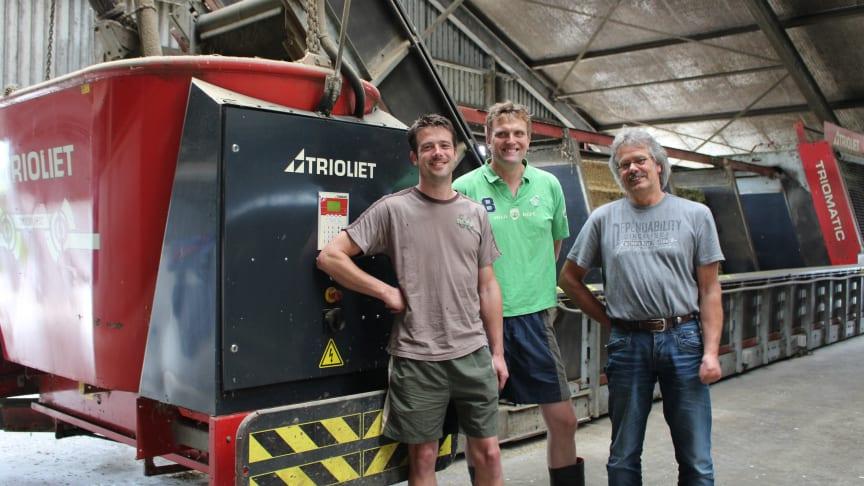 Mjölkbönderna Herman van Dijk och Henry Petter i Holland har använt Triomatic systemet i 14 år för att fodra sina 250 mjölkkor.