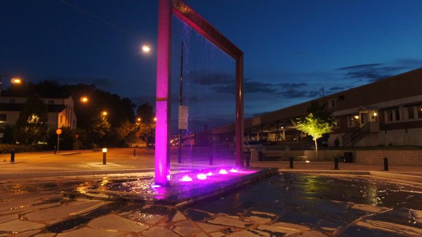 Ny fontänbelysning till Löfbergs rondell!