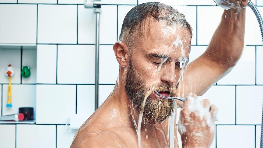 """Du spilder store mængder vand, hvis du børster tænder for """"åben vandhane""""."""