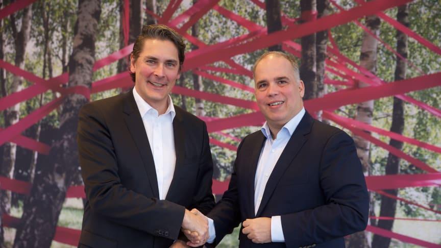 Glasfaserkooperation zwischen Deutsche Glasfaser und der Deutschen Telekom: Handschlag zwischen Uwe Nickl, CEO von Deutsche Glasfaser und Dirk Wössner, Vorstand Telekom Deutschland. (Telekom)