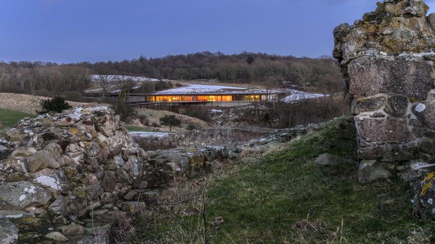 Besøgscentret set fra Hammershus Slotsruin