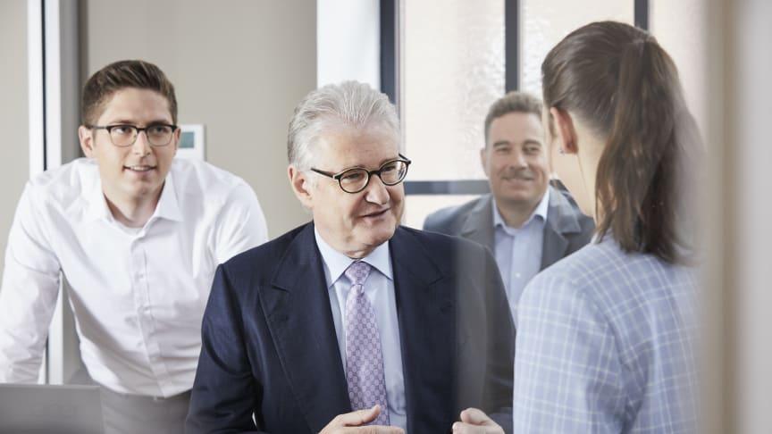 Entscheidende Faktoren für den Unternehmenserfolg sind für Michael Pfeiffer (m.) nicht allein die Technologie, sondern auch die Unternehmenskultur.