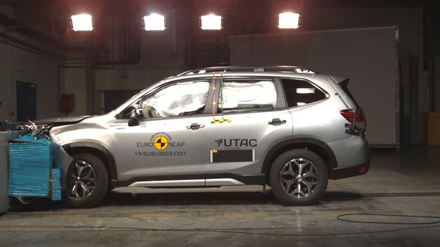 Uusi Subaru Forester e-Boxer on saavuttanut korkeimman arvosanan Euroopassa, Aasiassa ja Yhdysvalloissa suoritetuissa törmäystesteissä.