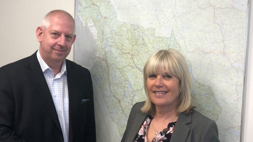 Mikael Prenler från DoubleCheck och Kerstin Angberg-Morgården från länsstyrelsen i Dalarnas län ska få länet företagare att bli bättre på offentlig upphandling.