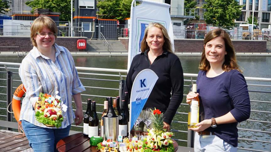 Die Macherinnen von Käse trifft Wein v.l.: Kirsten Möllgaard (KäseStraße SH), Sandra van Hoorn (Landwirtschaftskammer SH) und Kathrin Groß (Kiel-Marketing)