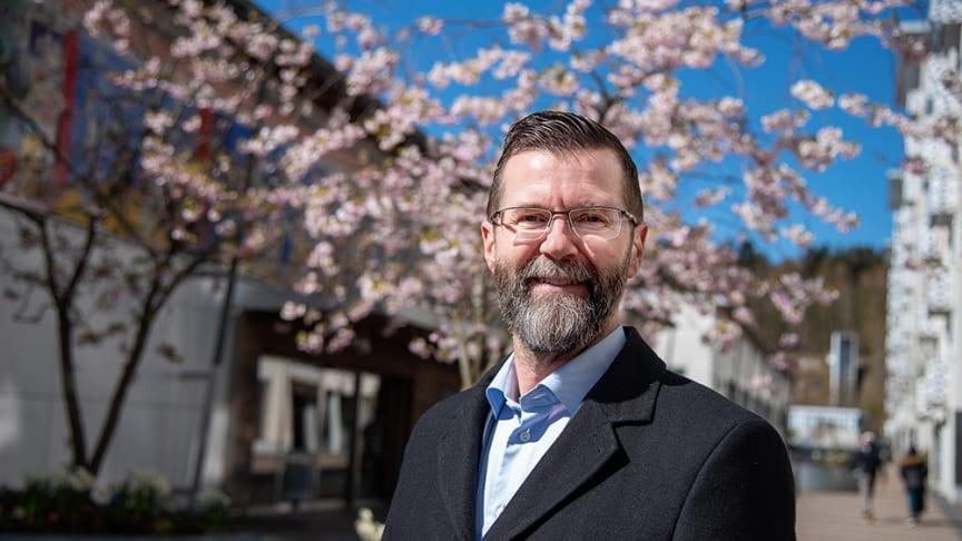 – Det räcker inte att bara bygga hus om människor ska trivas och ha det bra, säger Erik Windt-Wallenberg, ny ordförande i Bergsjön 2021.