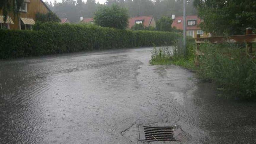 SVU-rapport 2014-07: Kommunal dagvattenhantering – juridiska och finansiella aspekter (Management, rörnät och klimat)
