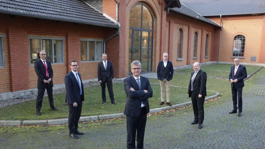 Jens-Uwe Freitag zusammen mit Oberbürgermeister Ulrich Markurth, Veolia CEO Matthias Harms und dem amtierenden Vorstand der BS Energy
