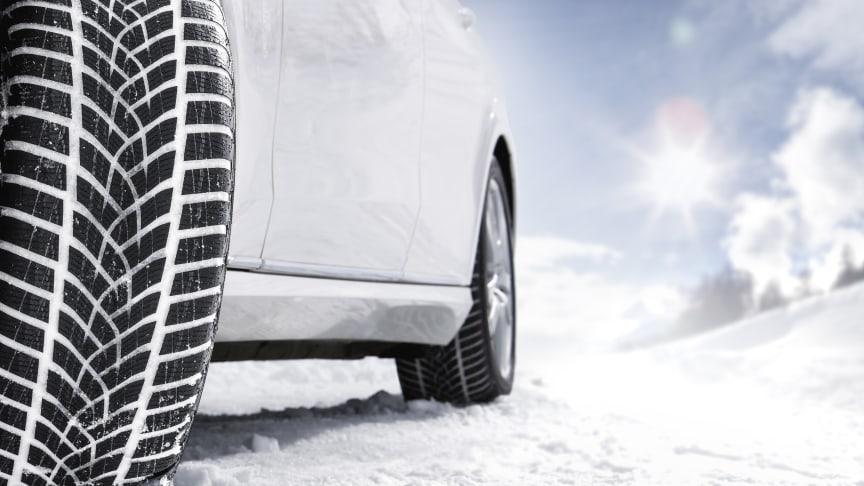 Hver tiende nordmann har feiret jul i bilen: Slik forbereder du deg til julehelgtrafikken