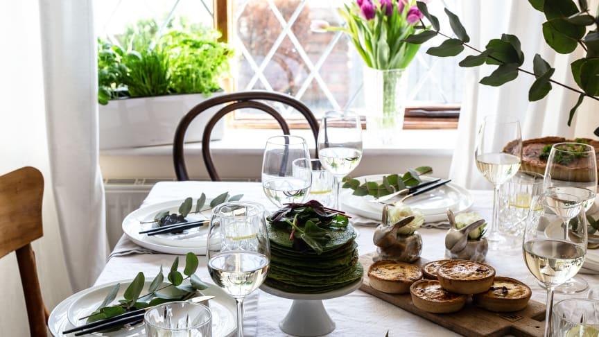 Egal ob Ostern mit der Familie oder Freunden gefeiert wird, es braucht nicht viel, um eine tolle Ostertafel zu zaubern.
